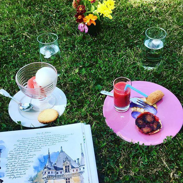 Goûter dans la pelouse, salon de thé du Château du Gerfaut à Azay le Rideau